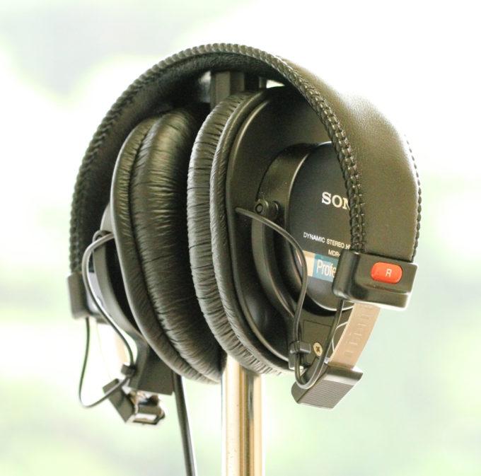 SONY MDR-7506折り畳み状態